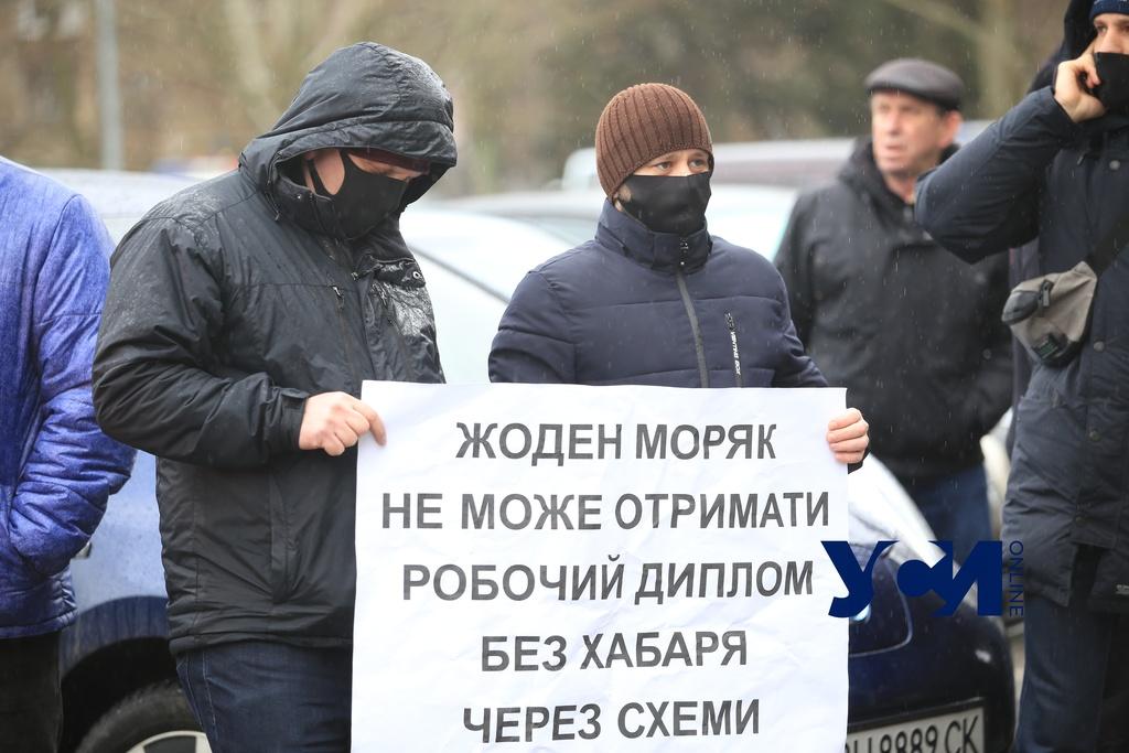 Одесских моряков предупреждают о поддельных документах (фото) «фото»