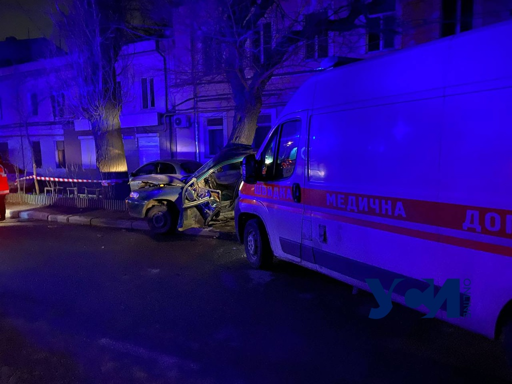 Водитель «скорой» уснул за рулем и врезался в легковушку: есть пострадавшая (фото) «фото»