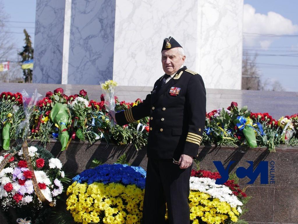 День освобождения Одессы: на площади 10 Апреля возлагают цветы (фото) «фото»
