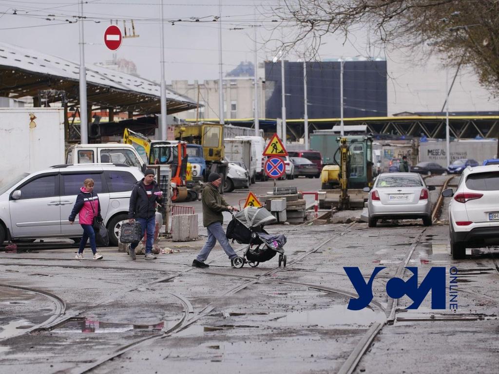 Не перекрыли: транспорт по Преображенской у Привоза пока ходит (фото) «фото»