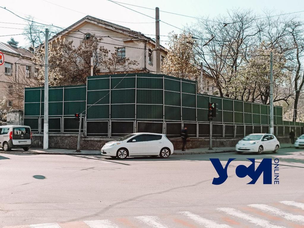 «Пространство» обнесло забором территорию под Стамбульским парком: там начнут стройку (фото) «фото»