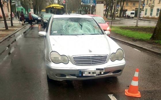 На Адмиральском проспекте автомобиль сбил пожилого человека на переходе «фото»