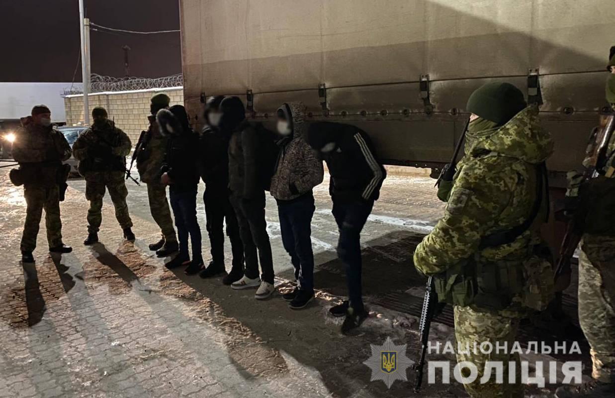 Троих организаторов нелегальной миграции будут судить (фото) «фото»