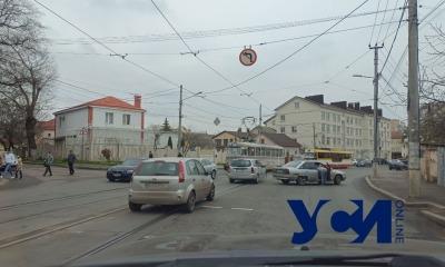 На Фонтане из-за аварии остановились трамваи (фото) «фото»