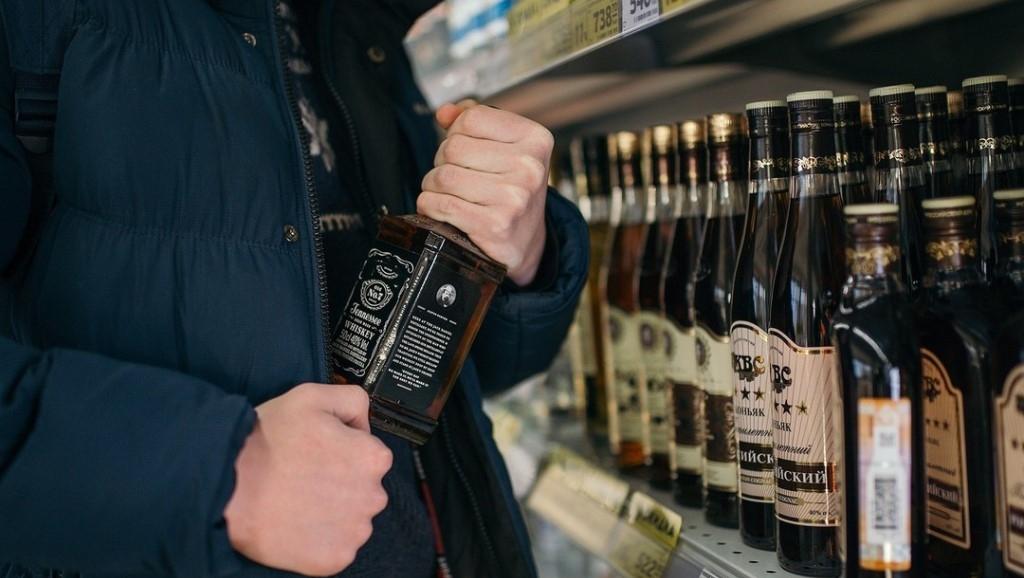 В Одессе вора наказали общественными работами за попытку вынести виски в шапке «фото»
