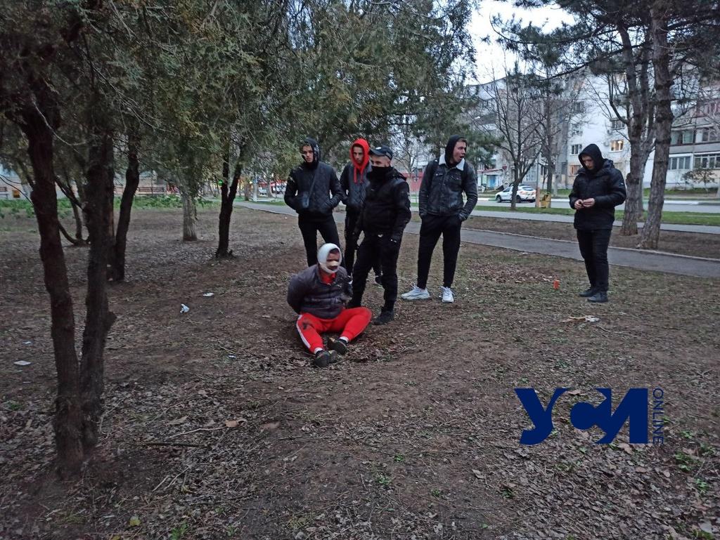 На улице в Черноморске  пырнули ножом продавца овощной лавки «фото»