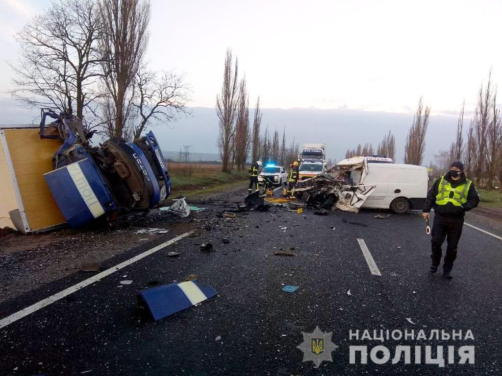Везли в Одессу: автобус с умершими от COVID-19 попал в разрушительное ДТП (фото, видео) «фото»