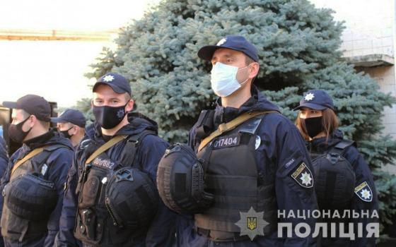 Одесский гарнизон полиции подняли по тревоге (фото) «фото»