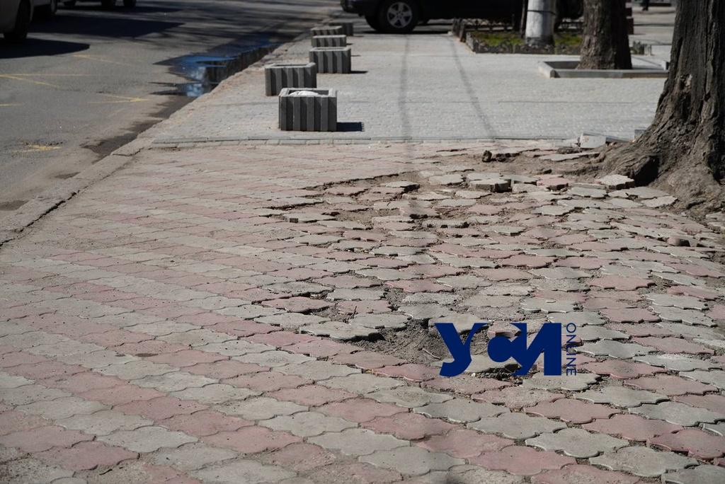 Разбитые тротуары туристического центра: как выглядит пешеходная зона Одессы (фото) «фото»