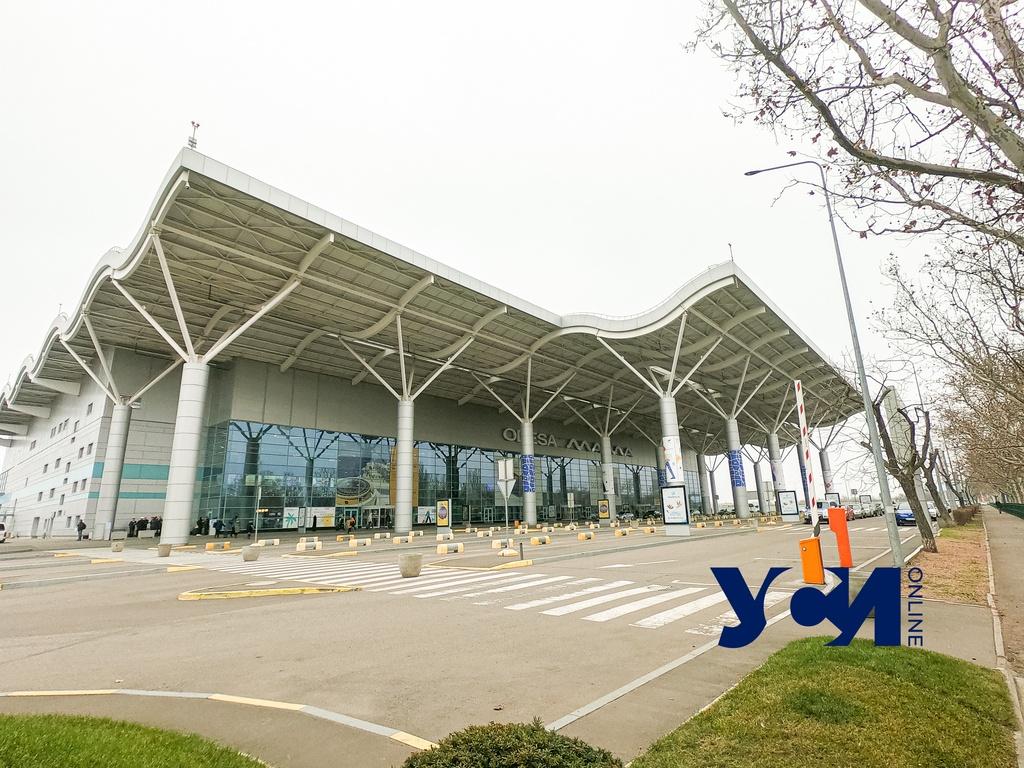 В Одесском аэропорту разрешили бесплатно парковаться: но не дольше 10 минут «фото»