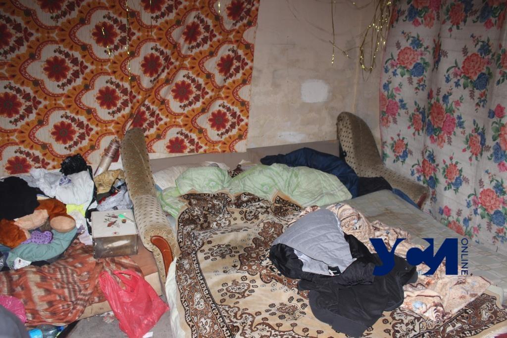 Выхода нет: в Одессе бомбоубежища превратились в ночлежки (фото, видео) «фото»
