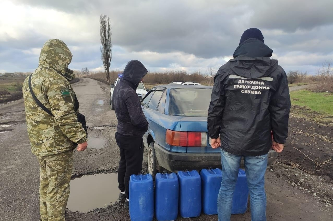 Одесские пограничники изъяли 100 литров контрафактного коньяка «фото»