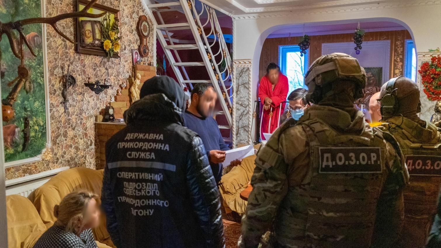 Сотни обманутых: в Одесской области задержали вербовщиков людей (фото) «фото»