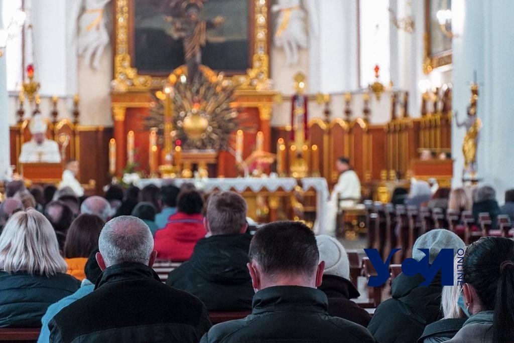 Одесские католики провели Пасхальную мессу (фото) «фото»