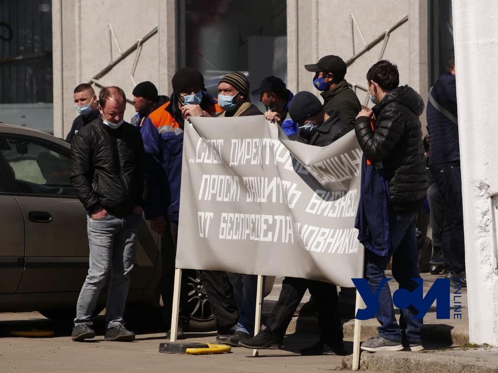 Завод в Измаиле остановили из-за неуплаты налогов: работники вышли на протест (фото, аудио) «фото»