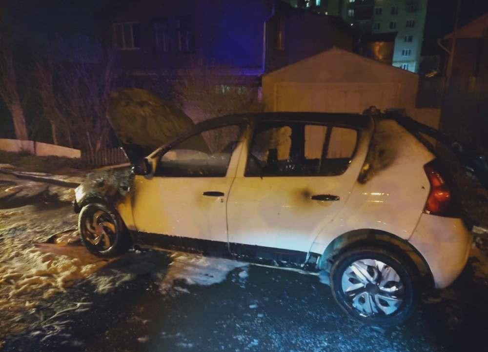 В Черноморске из-за неисправной проводки горел автомобиль (фото) «фото»
