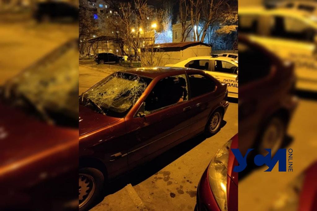 В Одессе мужчина разбил автомобиль своей сожительницы (фото) «фото»