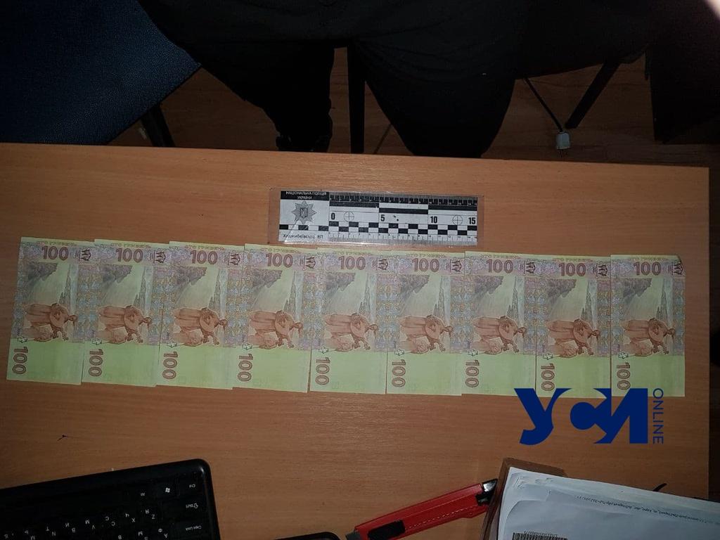 Платила фальшивыми деньгами: в Одессе поймали мошенницу «фото»