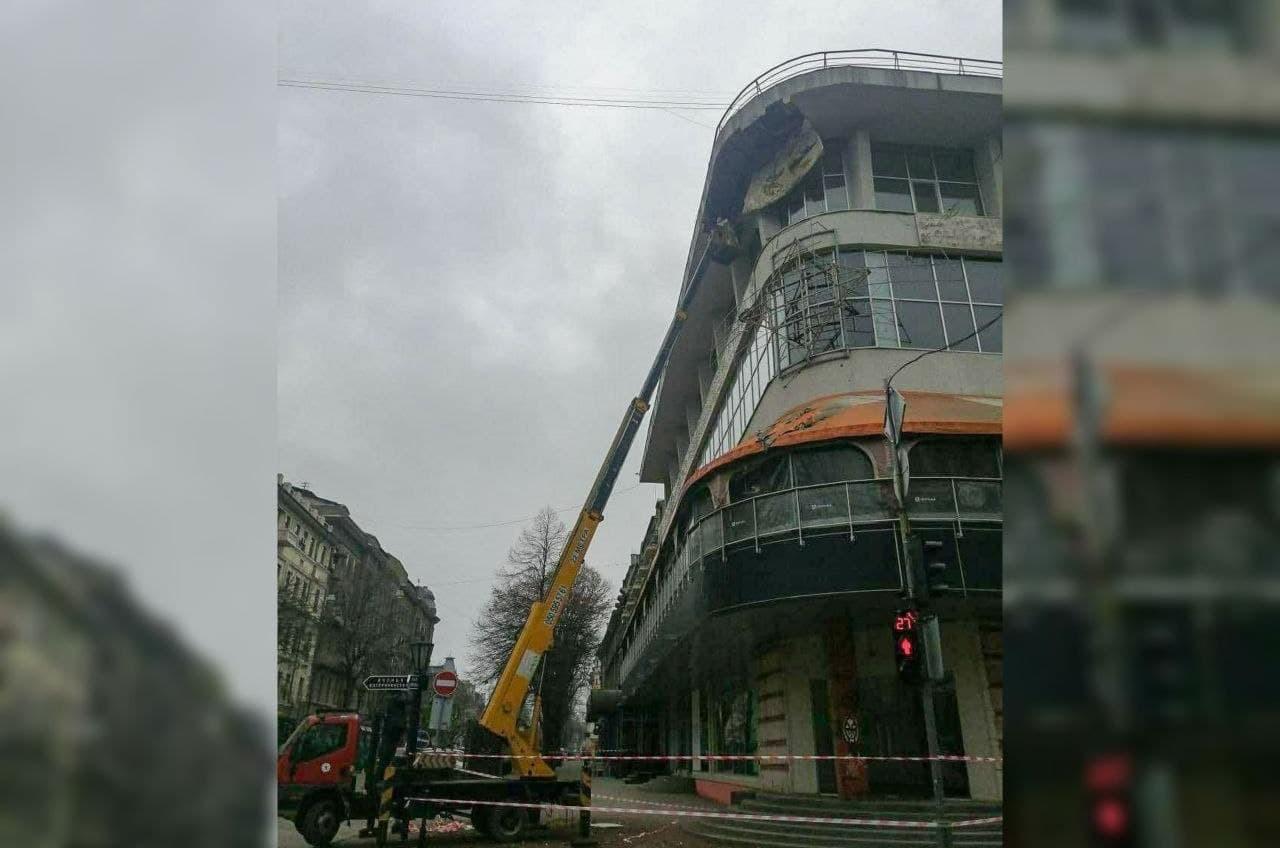 В центре Одессы приступили к ликвидации последствий обрушения «фото»