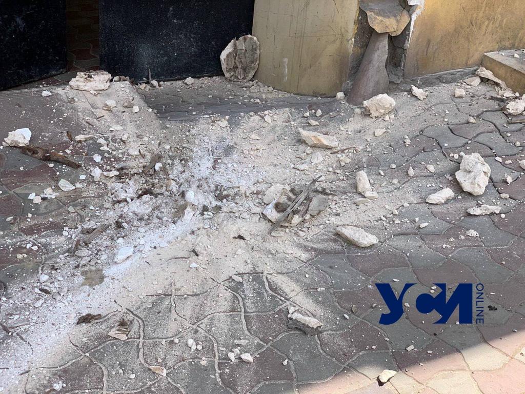На Маразлиевской у «Дома повешенных» вновь рушится карниз (фото) «фото»