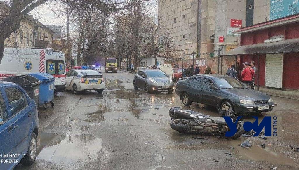 На Молдаванке пьяный водитель авто сбил мотоцикл и ударил еще две машины (фото) «фото»