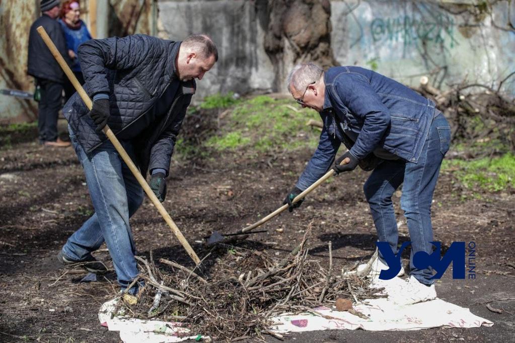 День субботников в Одессе: горожане наводят чистоту и порядок (фото, аудио) «фото»