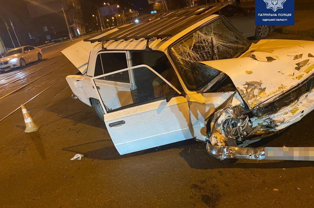 На Молдаванке столкнулись две легковушки: пострадал парень (фото, аудио) «фото»