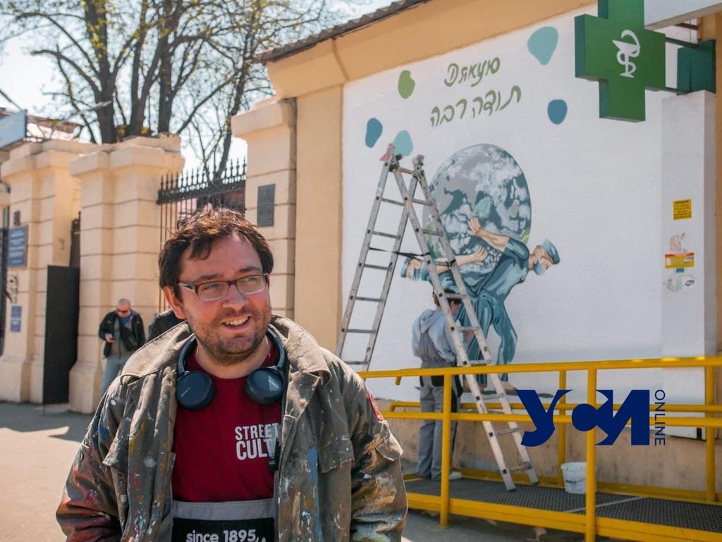 На стене Еврейской больницы завершают создавать мурал в честь врачей-героев (фото, аудио) «фото»