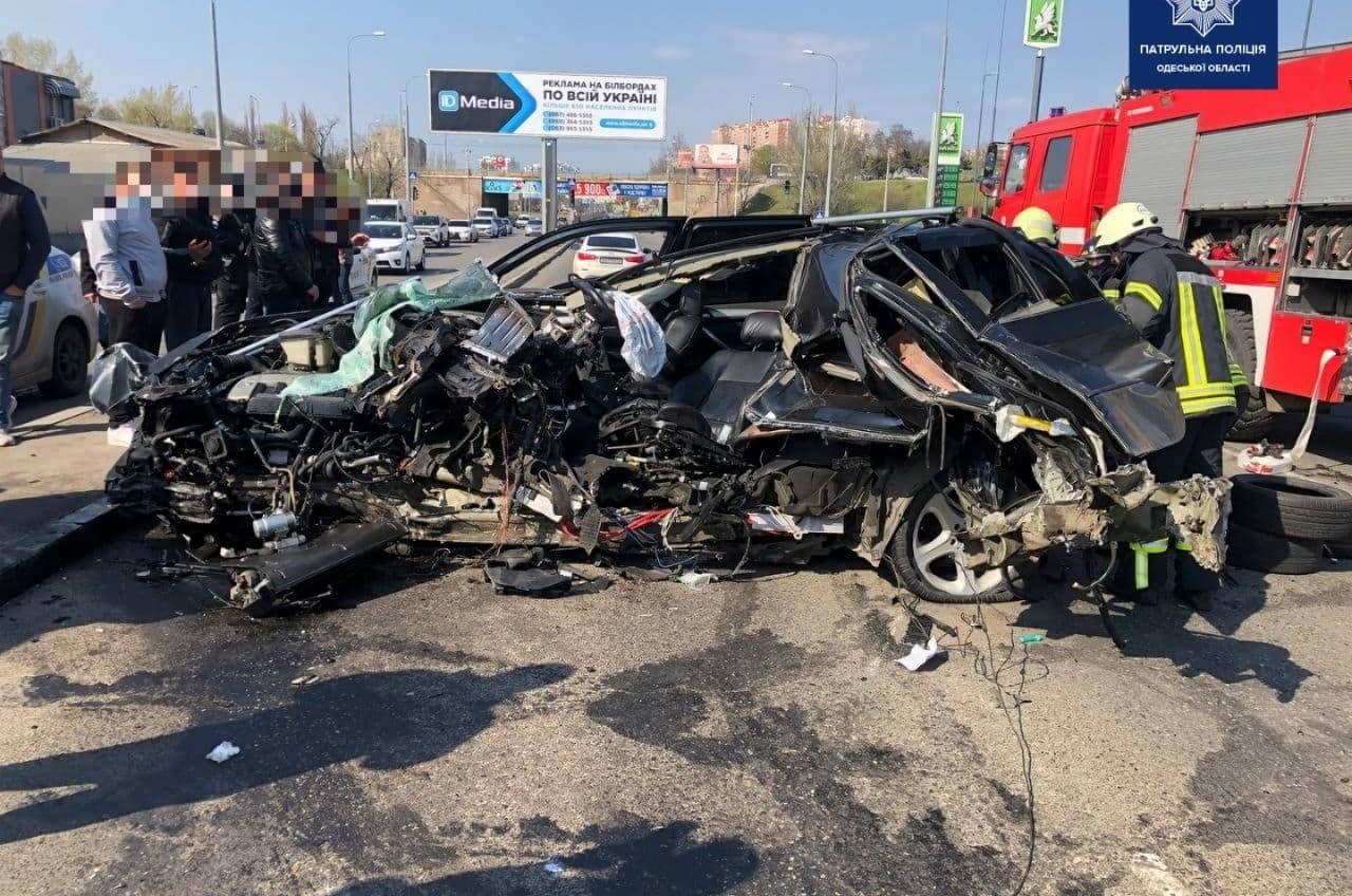 ДТП на Балковской: машину разорвало на части (фото, видео) «фото»