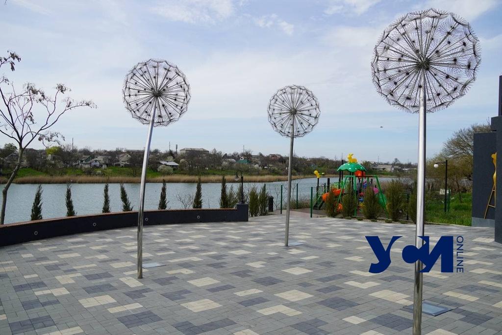 Доброслав: место множества скульптур и цветов (фото) «фото»