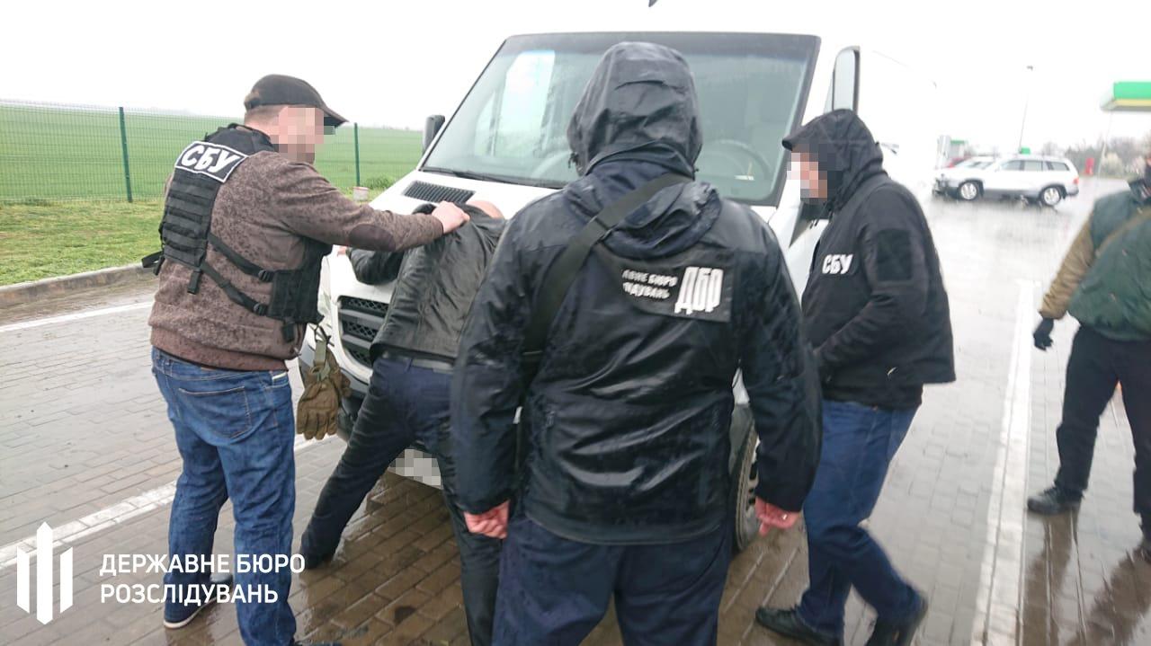 Захват земли за 5 тысяч долларов: в Одесской области задержали на взятке полицейского (фото) «фото»