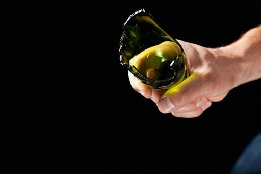 Угрожал разбитой бутылкой: рецидивист ограбил девушку под Одессой (фото, видео) «фото»