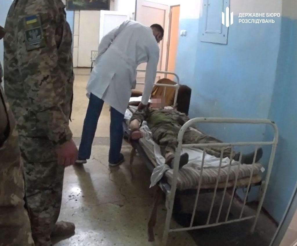В Одессе военного, порезавшего сослуживца и полицейского, признали невменяемым (фото) «фото»
