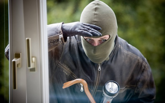 Мужчина ограбил квартиру одесситки, пока она готовила на кухне «фото»