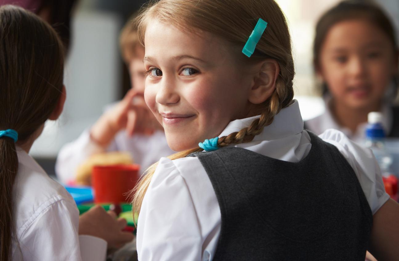 Без булок, сосисок и сахара: как проходит реформа питания в школах «фото»