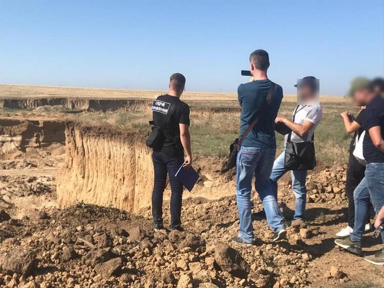 Ущерб – 75 миллионов: в Одесской области бизнесмен 2 года незаконно добывал песок (фото) «фото»