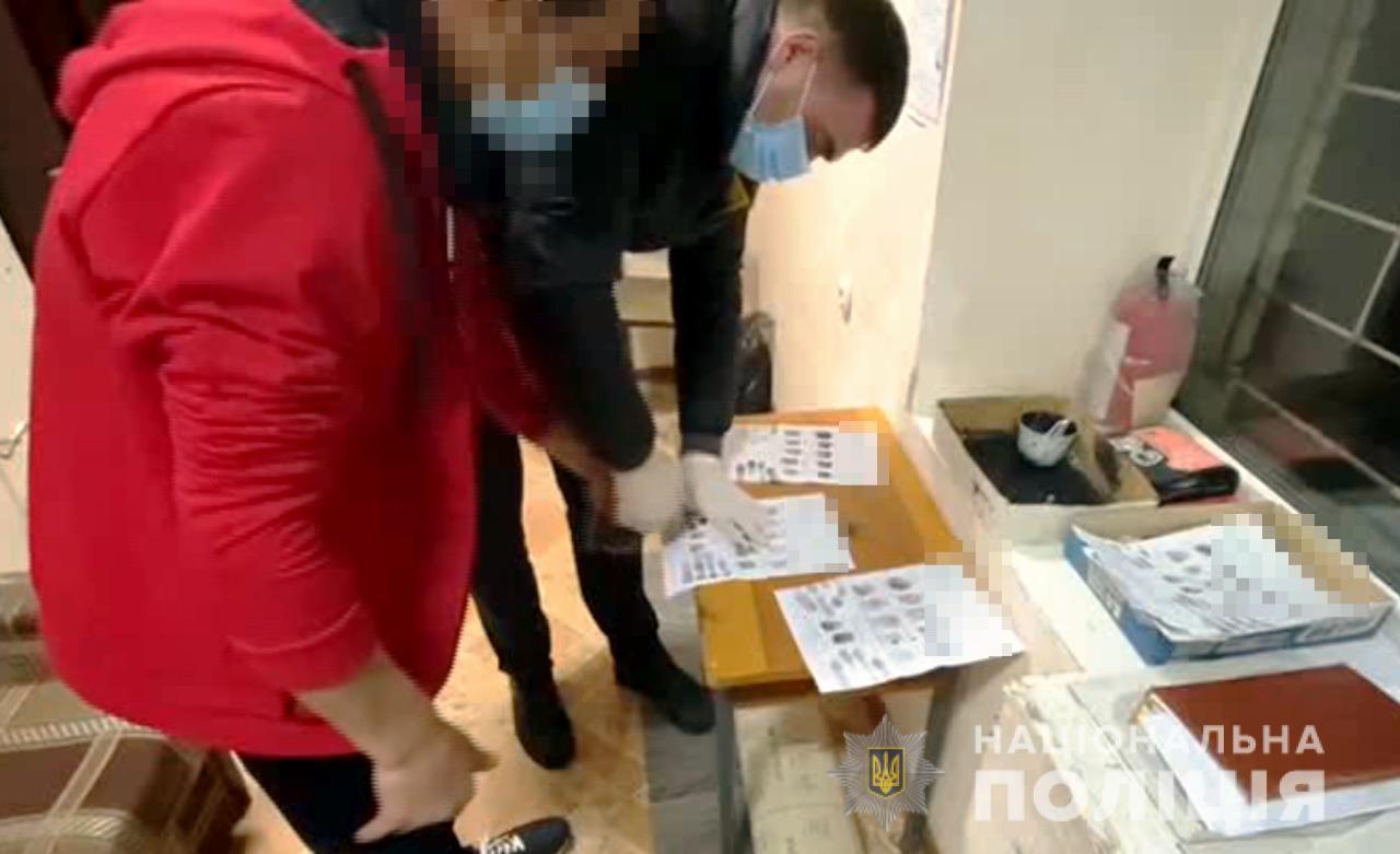 В Беляевке мужчина ограбил родителей своей подруги на тысячу долларов (фото) «фото»