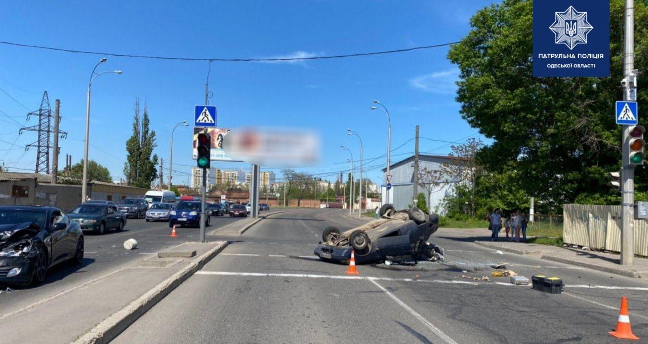 В Одессе на светофоре произошло ДТП: есть пострадавший (фото) «фото»