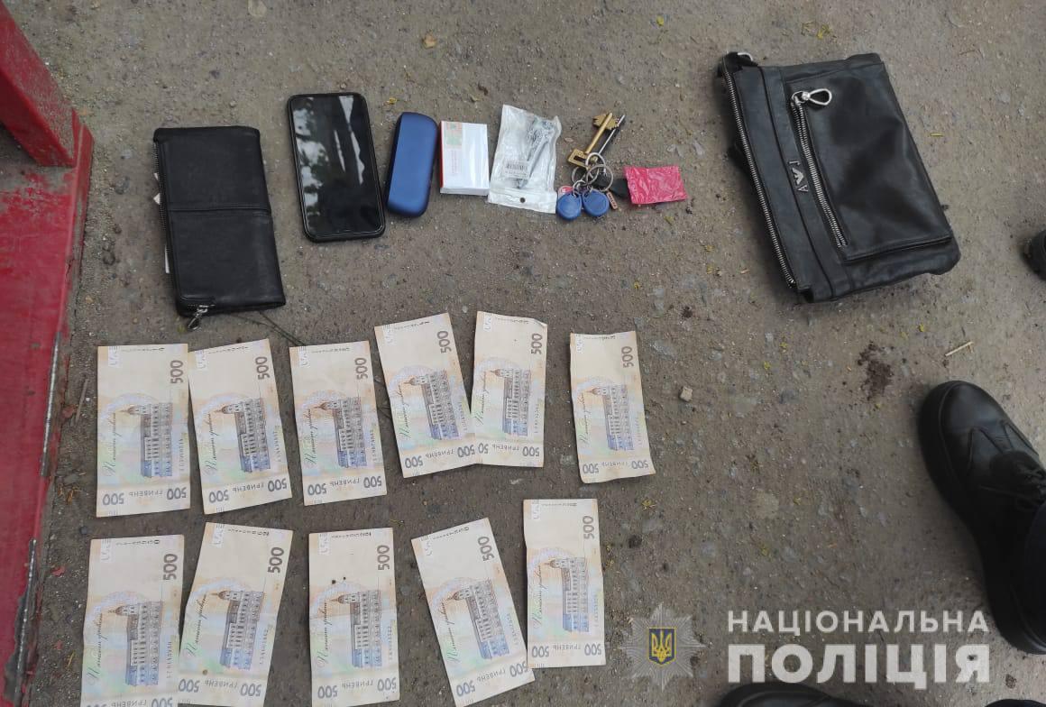 Назад в 90-е: в Одессе задержали двоих «крышевателей» (фото, видео) «фото»