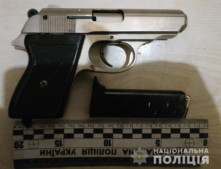Пьяный пенсионер из Одесской области угрожал жене ружьем (фото) «фото»