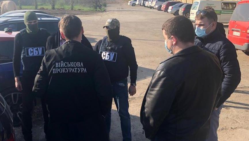 В Одессе задержали военного чиновника на взятке в 40 тысяч долларов (фото, аудио) «фото»