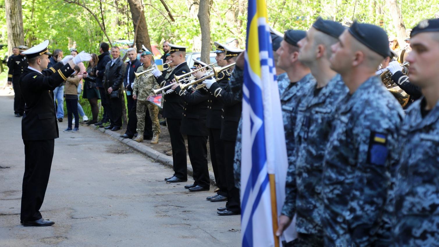 Концерт под балконом: в Одессе поздравили ветерана (фото, видео) «фото»