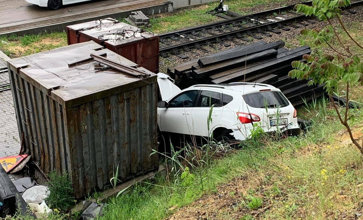 У Черноморска автомобиль попал в ДТП, скатившись со склона: пассажирка в больнице (фото) «фото»
