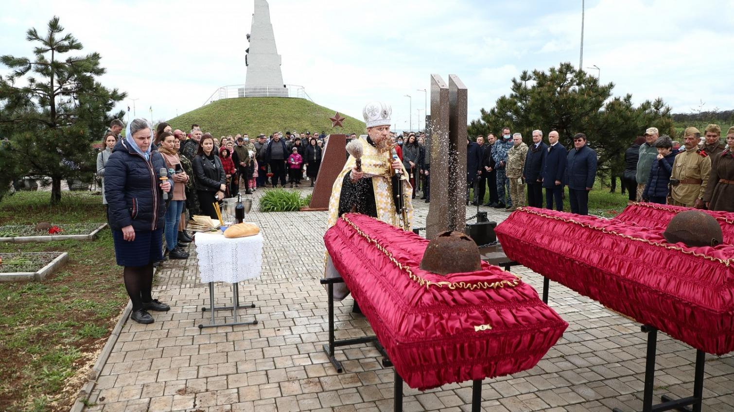 У мемориала 412-й батареи перезахоронили 15 погибших во Второй мировой солдат (фото) «фото»