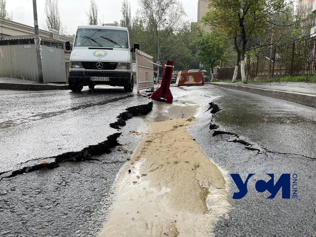 Провал на дороге возле Европейского лицея принял угрожающие размеры (фото, аудио) «фото»