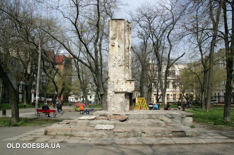 Одесский сквер, носивший имя коммуниста, станет Генуэзским (аудио) «фото»