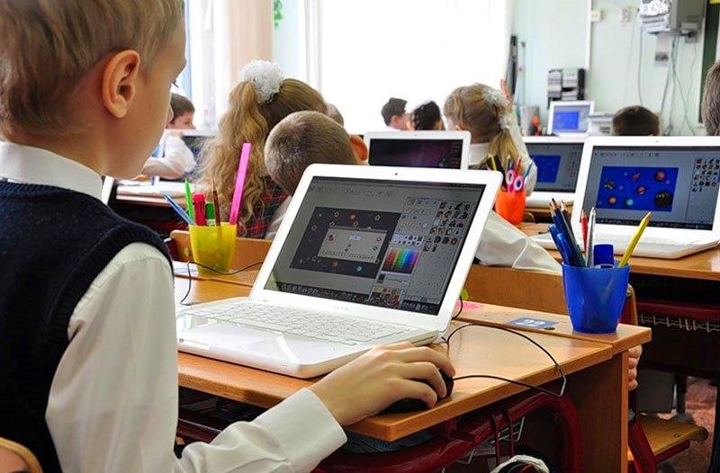В школы Одесской области планируют закупить 4,5 тысячи ноутбуков за «ковидные» деньги «фото»