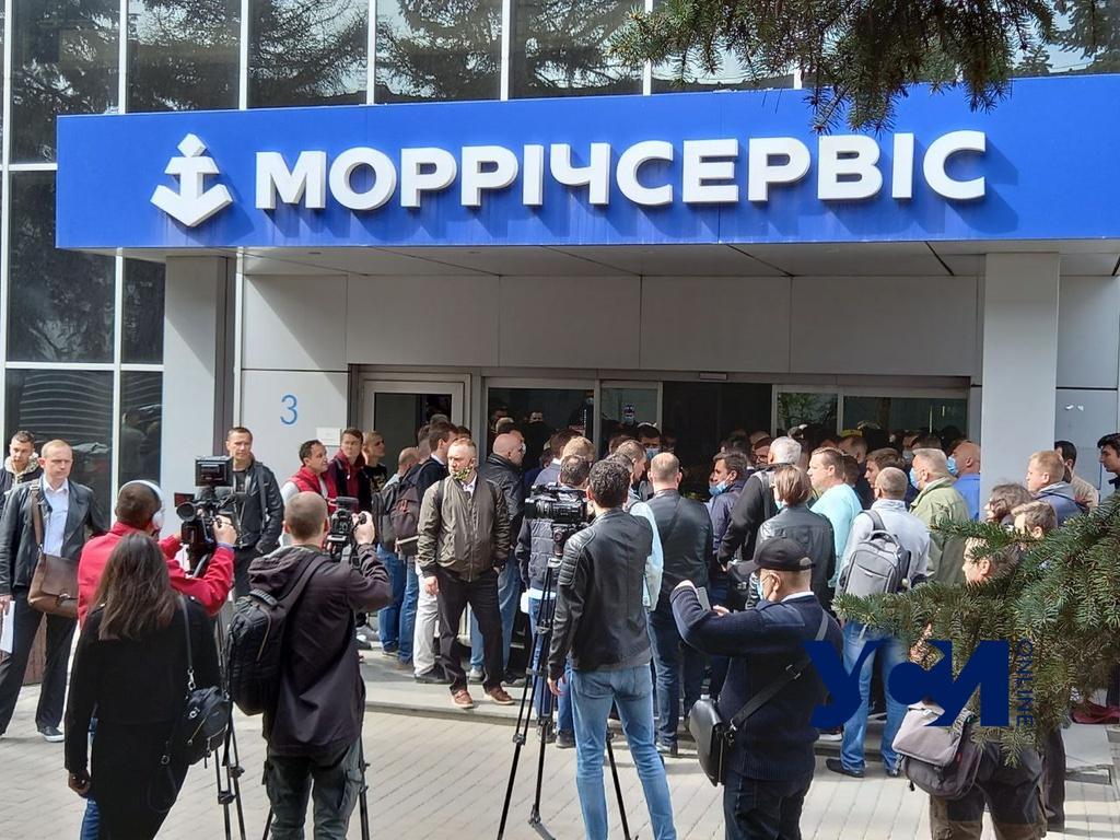 Против коррупции: одесские моряки прорвались в офис Морречсервиса (фото) «фото»