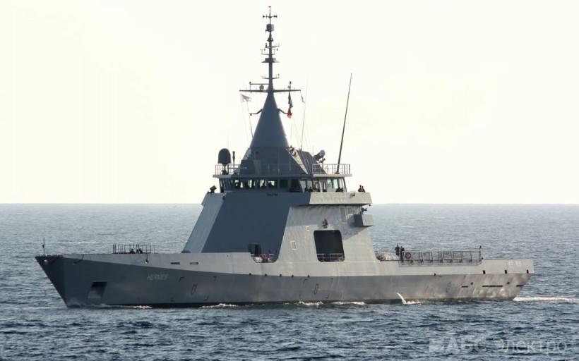 Возле Черноморска заметили российский военный корабль «фото»