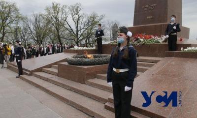 В Одессе возобновили Почетную вахту памяти у памятника Неизвестному матросу (фото) «фото»
